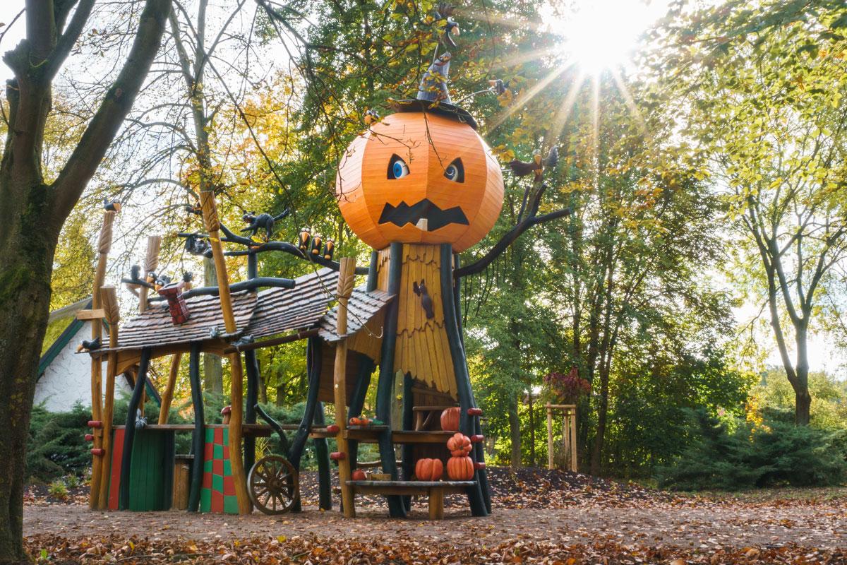 Park Laucha - Halloween Stand mit großem Kürbiskopf