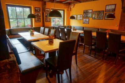 Restaurant & Saal - Parkgaststaette Laucha Blick in den Gastraum