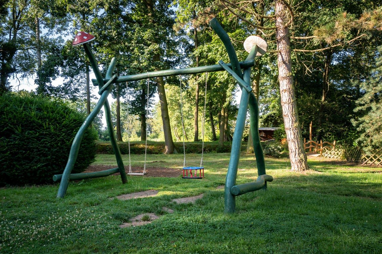 Spielplatz Schaukel Parkgaststätte Laucha